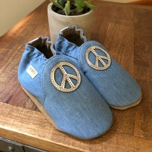 "Robeez ""Peace Out"" mocassin Toddler shoe, 12-18mon"